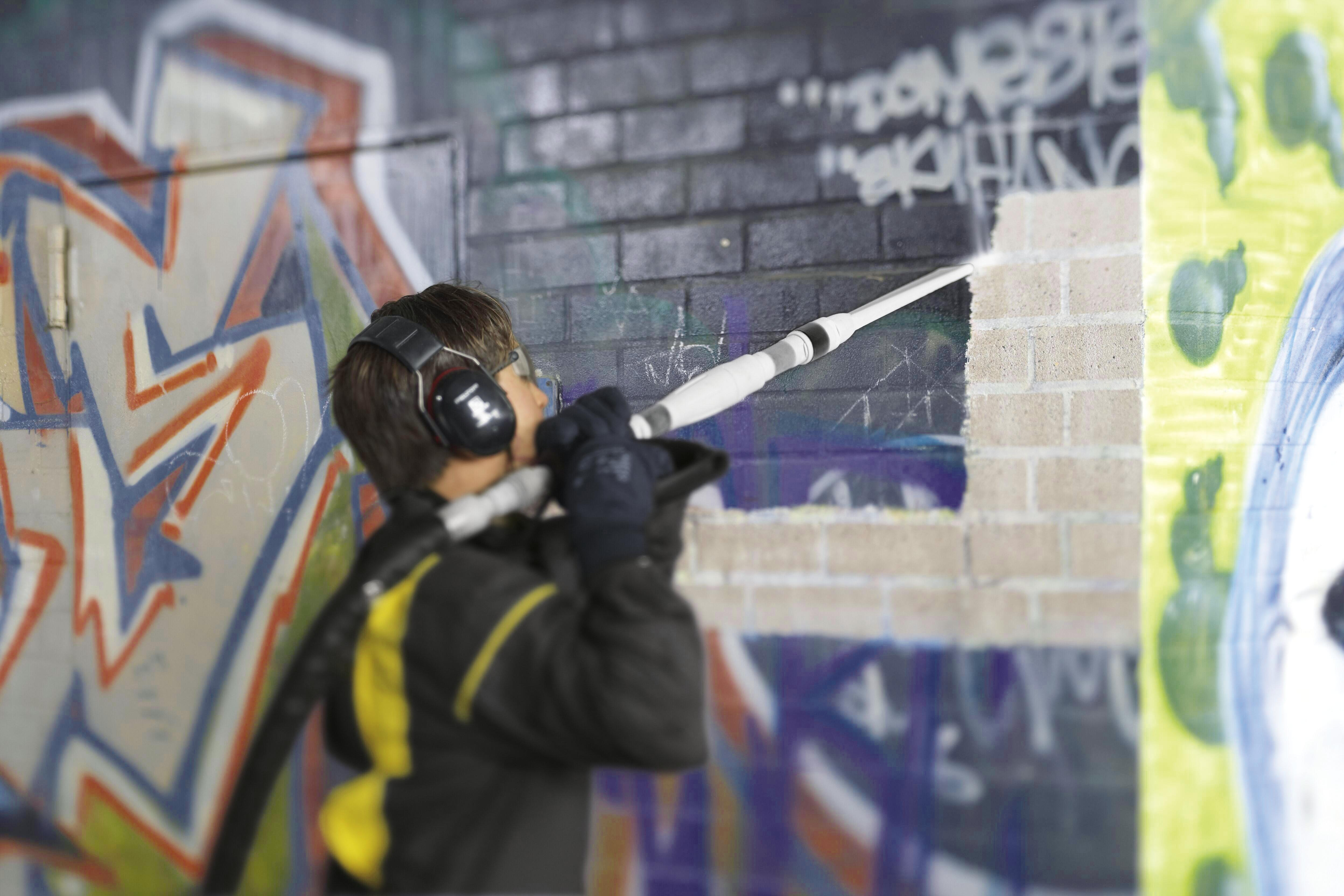 Grafiti sienų valymas